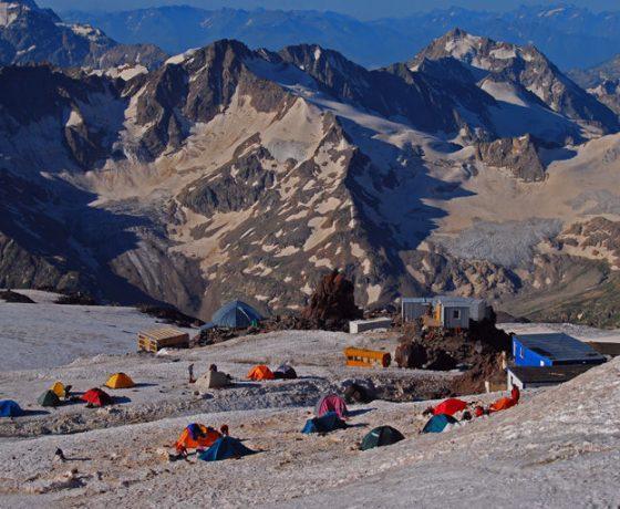 elbrus_-_meet_the_snow_giant_14_20090629_1126288339-560x460 wyprawa na ELBRUS 5642 m