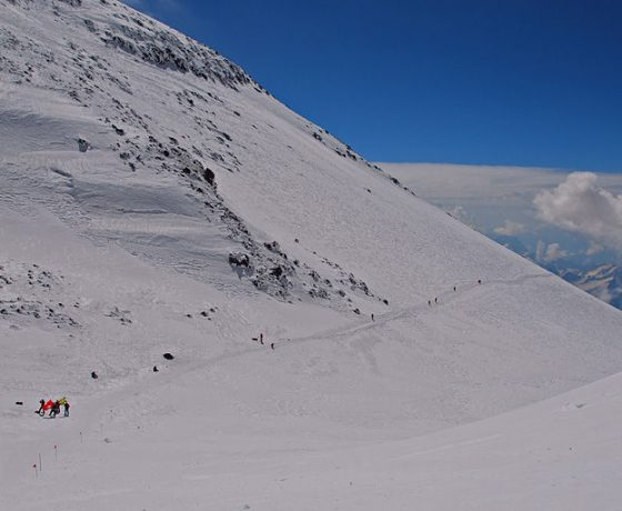 elbrus_-_meet_the_snow_giant_25_20090629_1719762071-560x460 ELBRUS+KAZBEK
