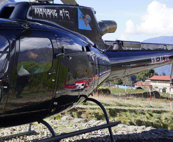 helikopterem_do_bazy_pod_everestem_2_20151017_1410896030-560x460 EVEREST baza helikopterem w 6 godzin!