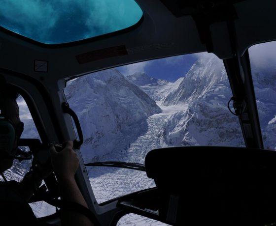 helikopterem_do_bazy_pod_everestem_8_20151017_1270805276-560x460 EVEREST baza helikopterem w 6 godzin!